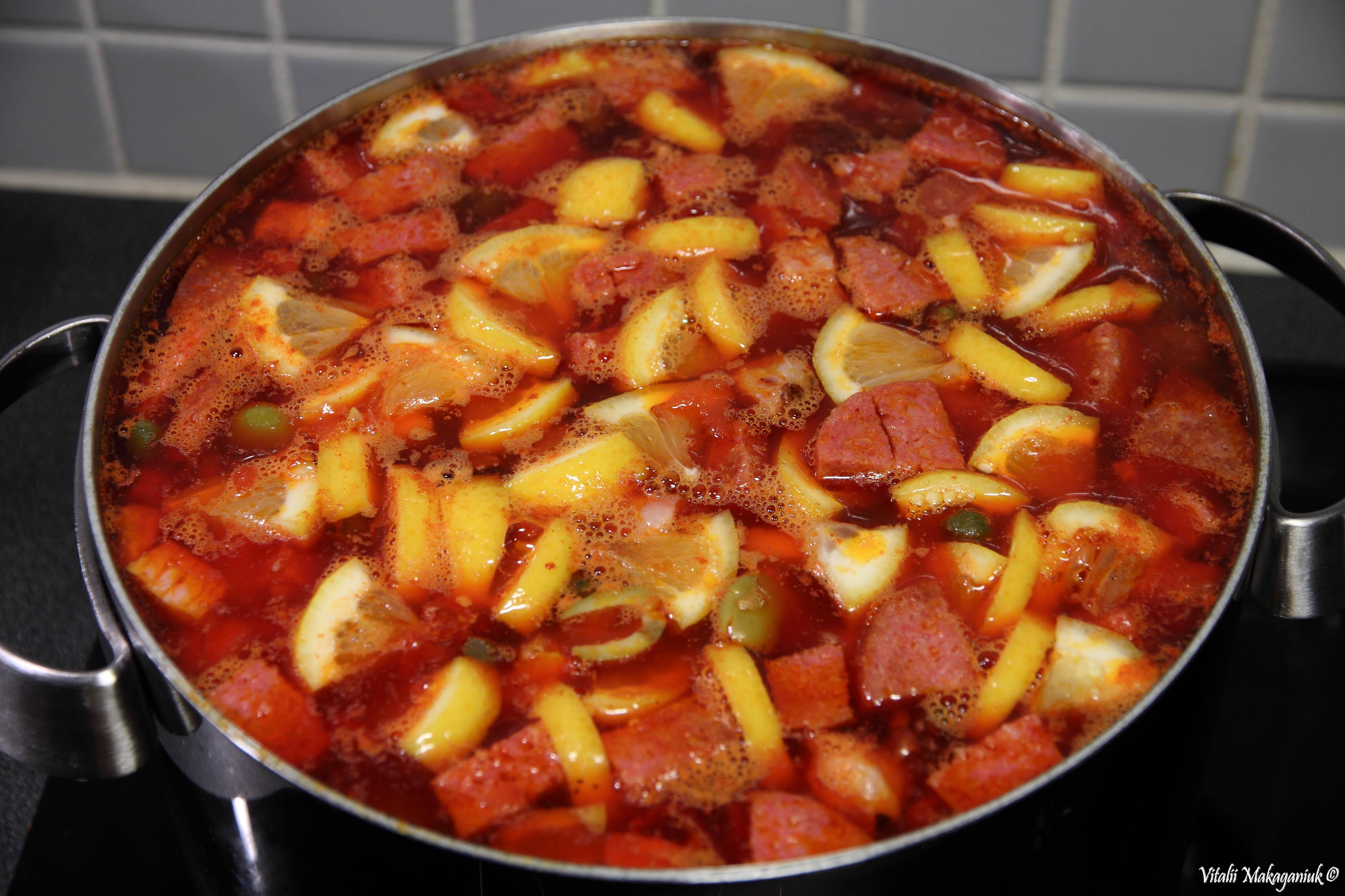 Как делать солянку с колбасой рецепт